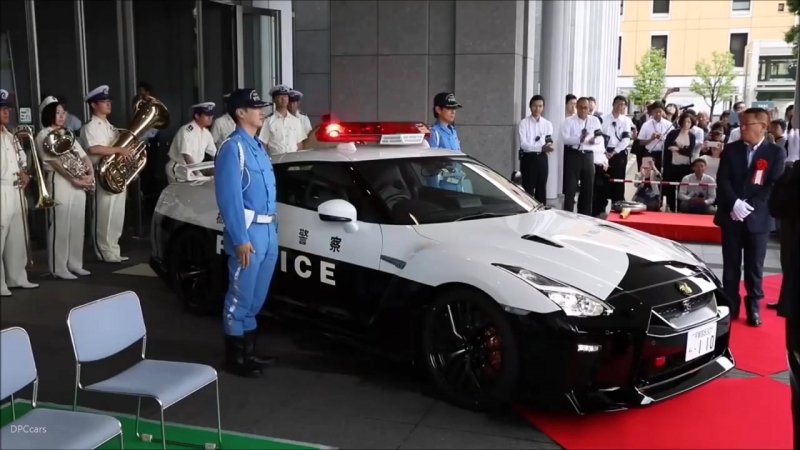 Nissan GT-R Police in Tokio