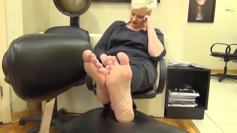 35 yo mature business woman candid soles in salon