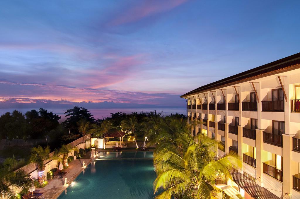 отель с бассейном на Бали