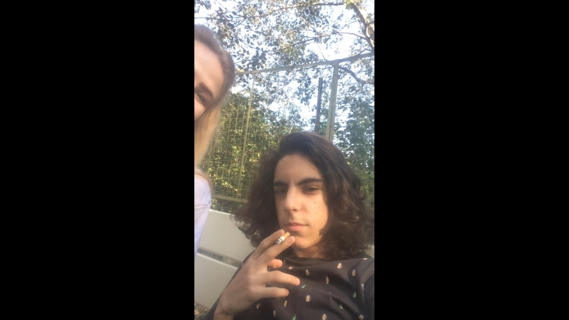 Арсен курит мох