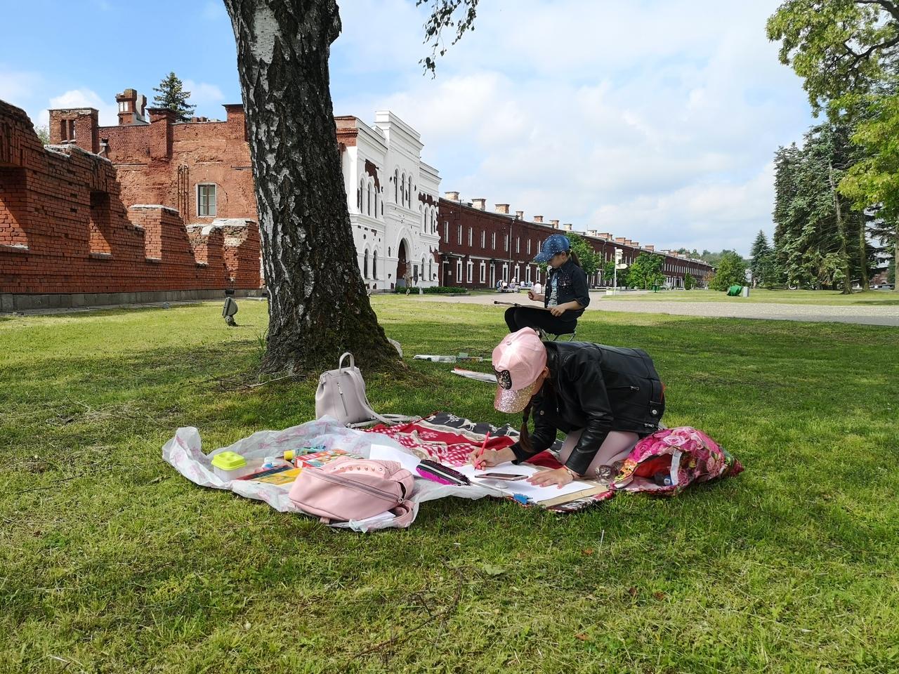 """В Мемориальном комплексе """"Брестская крепость-герой"""" проходит XII творческая акция """"Рисуют дети"""""""