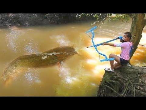 Erstaunliche Mädchen Nutzt Pvc Rohr Verbindung Bowfishing Zu Schießen Fisch Khmer Angeln An Siem R