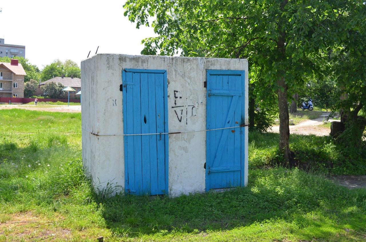 туалет на міському пляжі Миргорода