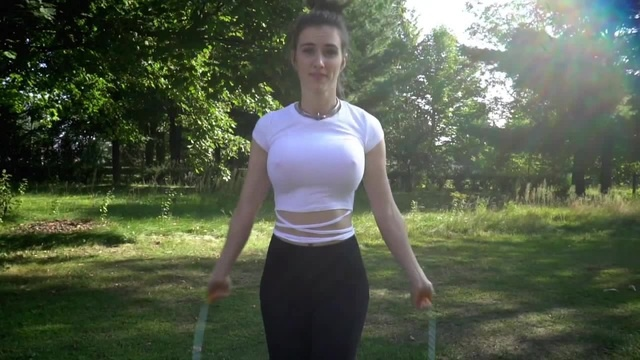 Sports Bra vs No Bra Jump Rope Test