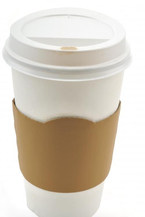 Магазины обычно предлагают большие контейнеры для их кофе.
