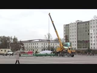 Монтаж ёлки начался на площади Победы Витебска (20.11.2018)