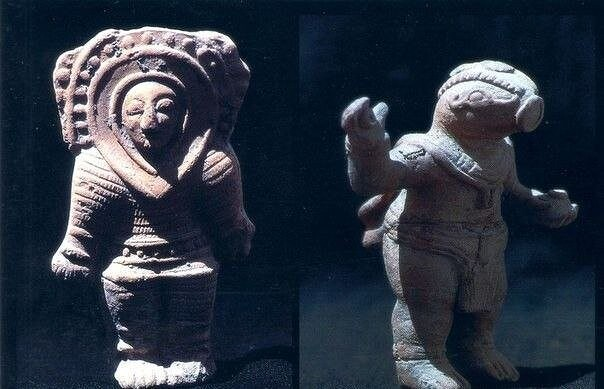 Фигурки космонавтов из Эквадора Фигурки древних...