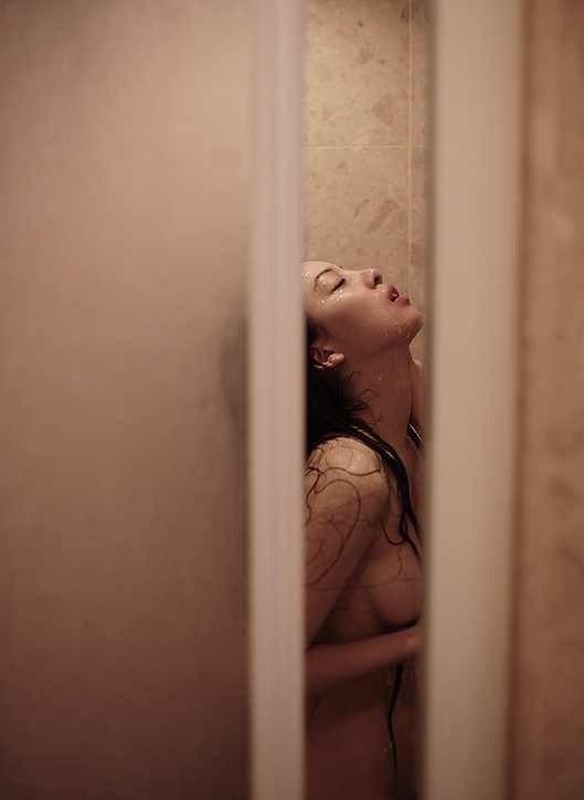 Шалости с сестрой в ванной смотреть онлайн 12 фотография