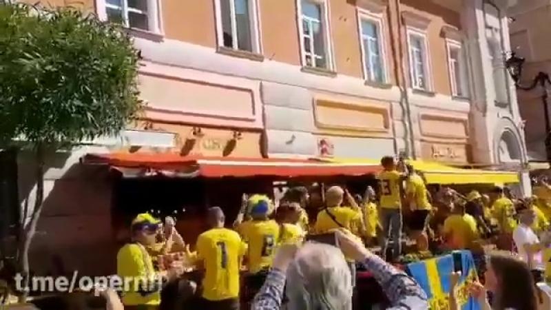 ️ В Нижнем Новгороде шведы поют Калинку-Малинку и скандируют Спасибо Россия!. Завтра у них в Нижнем матч с Южной Кореей. - чм201
