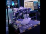 Этот робот складывает самолётики и дирижирует — но вообще-то создан для сборки техники