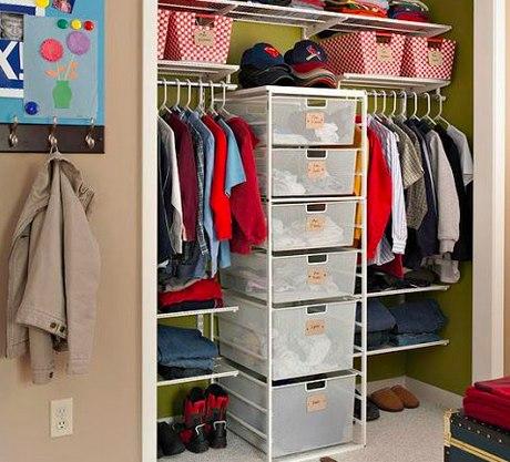 Сезонное хранение: 15 советов, как организовать гардеробную Вам нечего надеть, но вещи не помещаются в шкафу? Дело не в том, что у вас много одежды или слишком маленькая квартира. Просто настало время грамотно организовать гардеробную