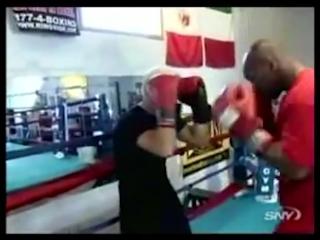Тайсон учит бить свой коронный удар! Совет на тренировке/ Tyson teaching boxing. boxing