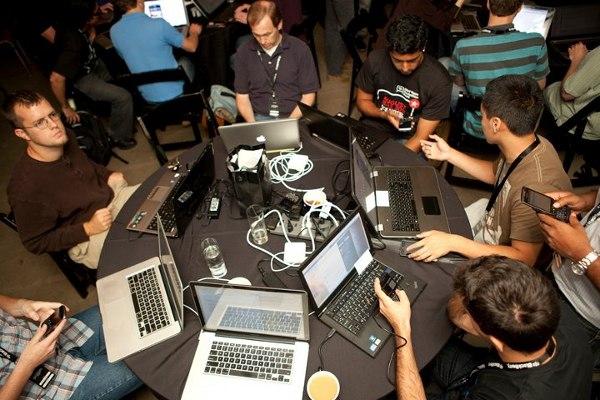 """Хакатон """"Делай Сеть"""", организованный командой Делай Саммита при поддержке Теплицы социальных технологий."""