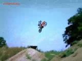 Быстрая погрузка мотоцикла в фургон.