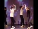 Кто хочет научиться танцевать так же чувственно, как наши девочки . Добро пожаловать к нам в Дэнс-класс! Музыка конечно оригина