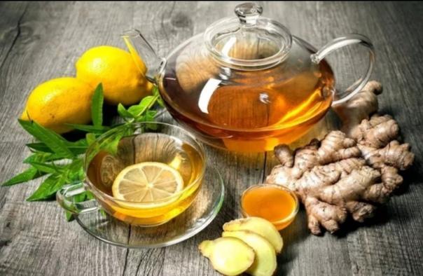 рецепты зимнего чая: 1. имбирный чай. имбирный чай - поднимает иммунитет и настроение, активизирует обмен веществ,ингредиенты:имбирь, лимон, мед, лепестки цветов пиона или листья мяты (по желанию)приготовление:имбирь трем на терку или режем