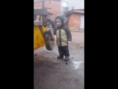 25.04.2018 Сашенька крутит маленькие колёса чистильщика на тракторе в Дорожном управлении, где нас закрыли. Тогда мы ещё этого н