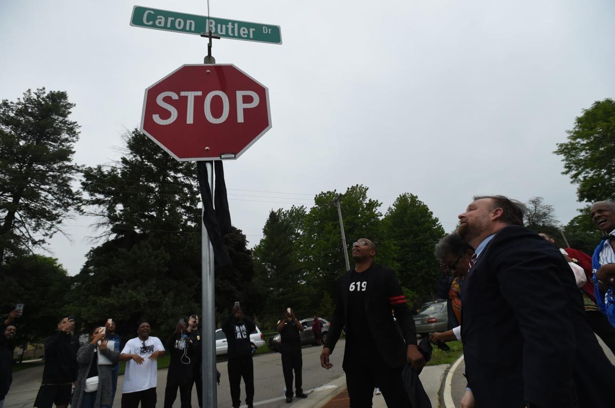 Одна из улиц города Расин переименована в честь Кэрона Батлера
