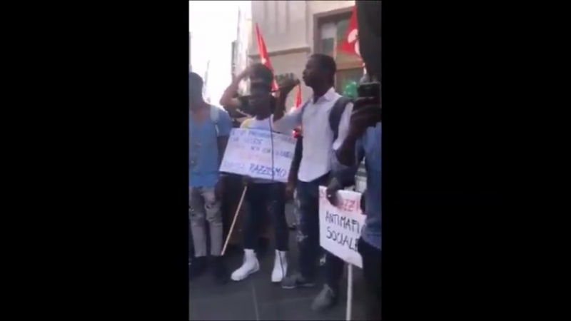 In Italien sind Schutzsuchende aus Afrika unzufrieden mit Minister MatteoSalvini und erklären den Krieg: Wir sind bereit für