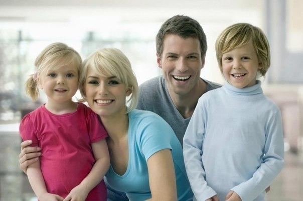 Если Вы хотите вырастить хороших детей, тратьте на них в два раза меньше денег и в два раза больше времени.