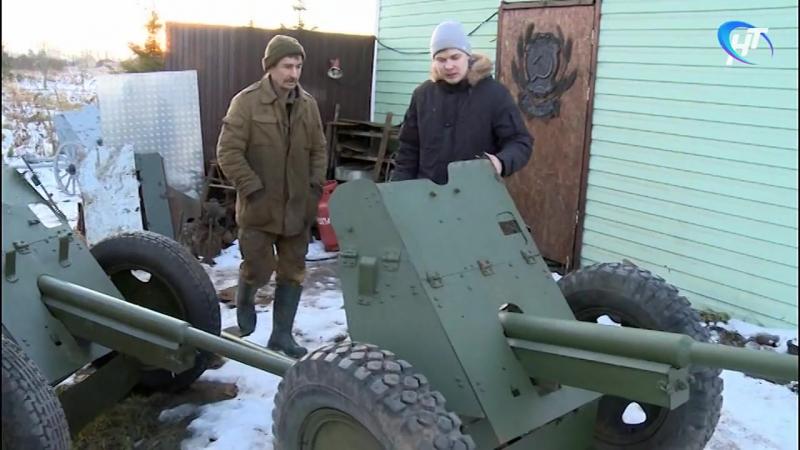 Известный новгородский поисковик Александр Орлов восстанавливает военный памятни