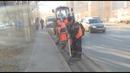 Коммунальные службы вывели специальную уборочную технику для поддержания чистоты Октябрьского района