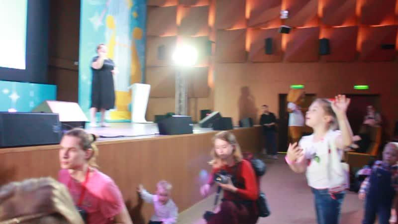 Диана Гурская на Фестивале Мелодия жизни с песней ..Если верить в чудеса, То сбываются мечты...