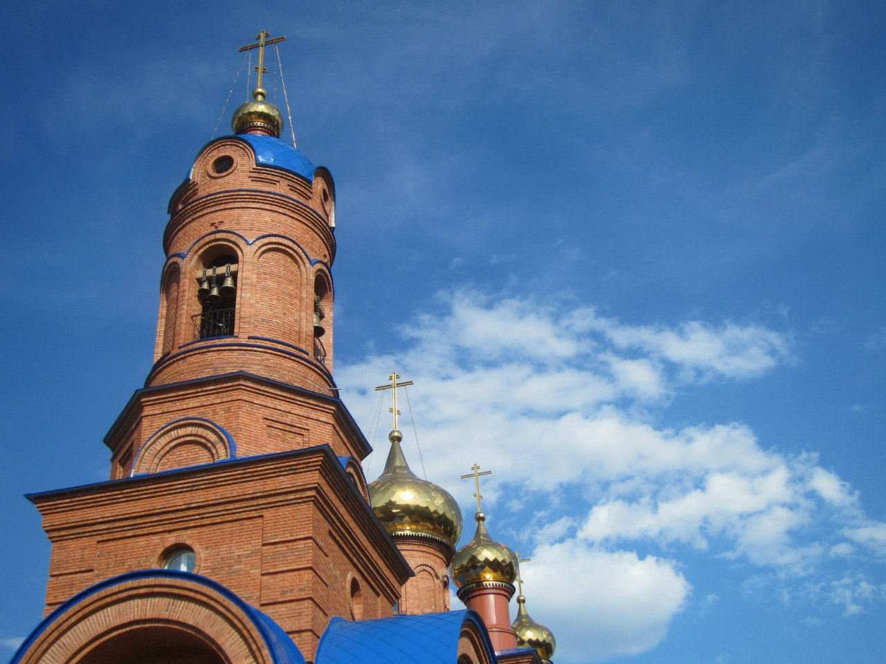 Колокольня крупным планом (вид с юго-запада). Полетаево, май 2014 (03.07.2014)