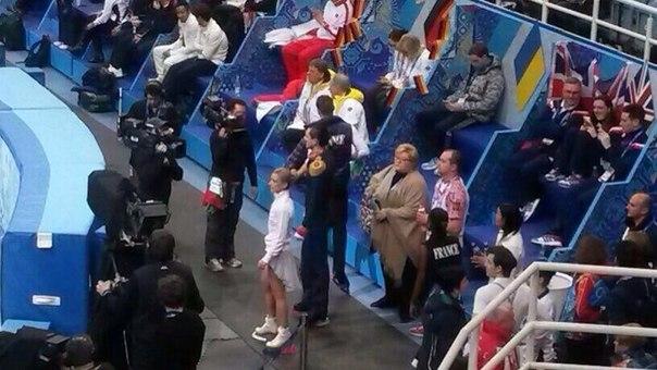 Татьяна Волосожар и Максим Траньков готовятся выйти на лед #Sochi2014 #болеемзанаших