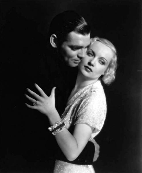 Романтические кадры КларкаГейбла с Кэрол Ломбард из фильма «Трудный мужчина».