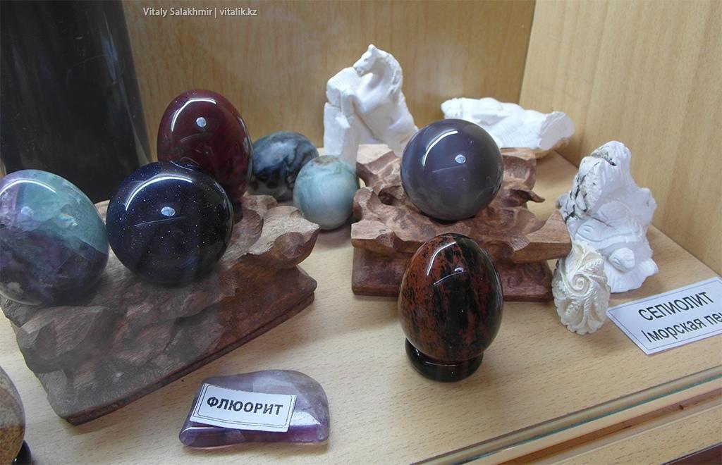 Яйца из камней, выставка самоцветов Рух Ордо 2018