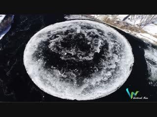 В США на реке образовался огромный ледяной диск