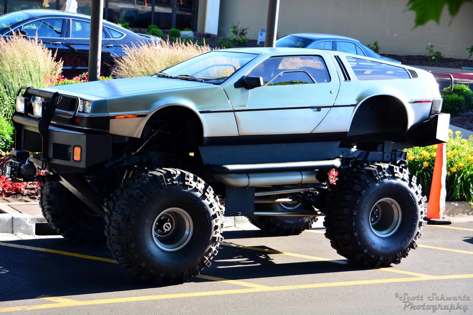 Док, ты что, сделал внедорожник из DeLorean?