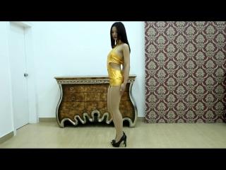 秋麗ちゃん、ゴールドメタリックの 妖艶ボディコンでヒップダンス