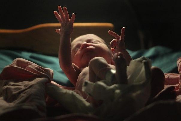 Как я делала аборт. У меня уже подрастали двое детей, и вдруг оказалось, что я беременна в третий раз. Но я должна была прервать его жизнь. Другого выхода у меня не было. Поверьте, такое бывает. Оказалось, что аборт - платная услуга. И стоит весьма прилично. Конечно, многие женщины рассуждают иначе: операция избавляет их от проблем, и за это действительно можно заплатить. Но мне это почему-то показалось парадоксальным. Все же я пришла туда, в гинекологическое отделение больницы. Несколько лет…