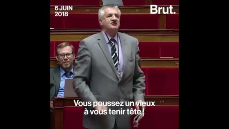 Une honte Jean Lassalle pique une grosse colère à l'Assemblée nationale en plein débat