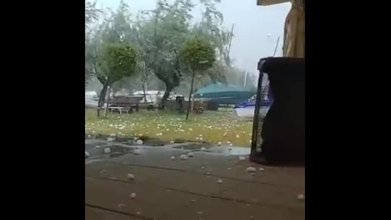 Wimbledon anyone - - Another Intense video of giant hail bombardment in Pescara, Abruzzo,