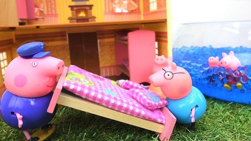 La familia de Peppa se muda a una nueva casa. Vídeo de juguetes Peppa Pig