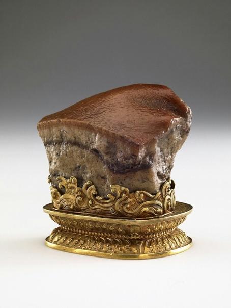 Кусок тушеной свинины. Китайская статуэтка династии Цинь.