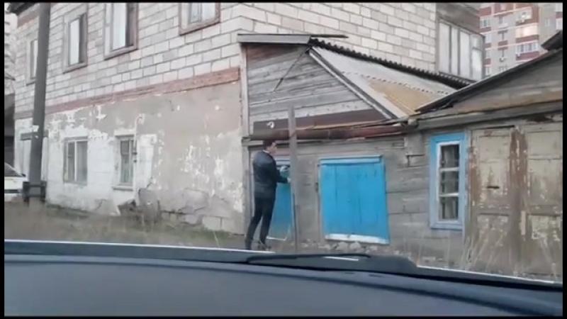 В Астрахани ветеран войны живет в доме с прогнившим полом Га