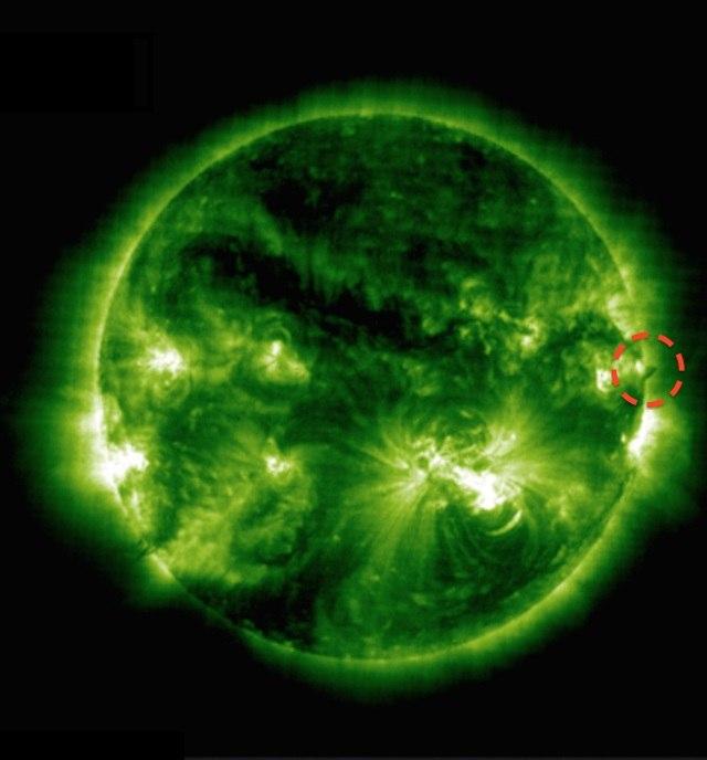 Солнце родило НЛО размером с Землю (3 фото + видео)