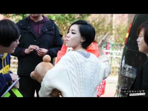 [Fancam] 111016 Inkigayo Fantime - Gain kissed a fan