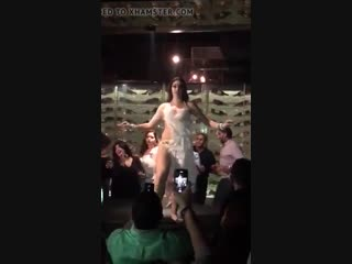 Egyptian Pro Dancer Shakes it for Tourists
