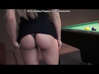 Русская блондинка пердит спермой после анальной ебли на балконе