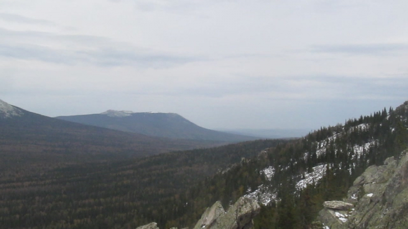 Вид с южного края хребта Средний Таганай