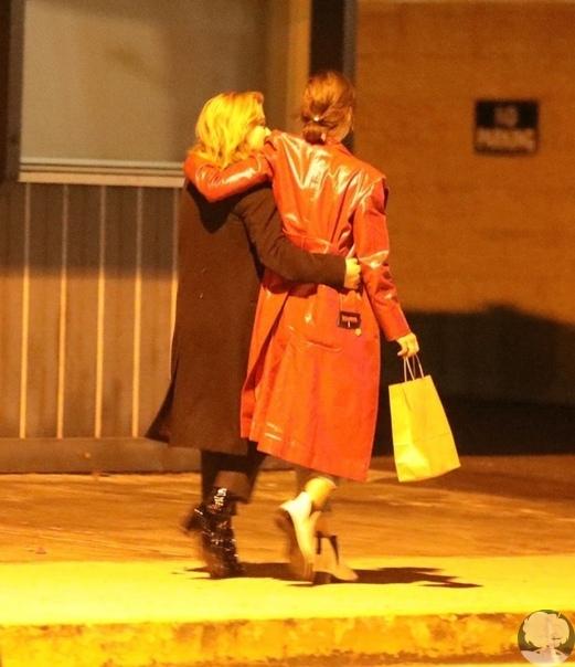 Хлою Грейс Морец застали за поцелуем с моделью Playboy