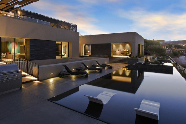 Amazing Grey House in Las Vegas