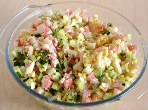 Салат «Снежный Краб». Ингредиенты: Крабовые палочки 500 г Яйца вареные