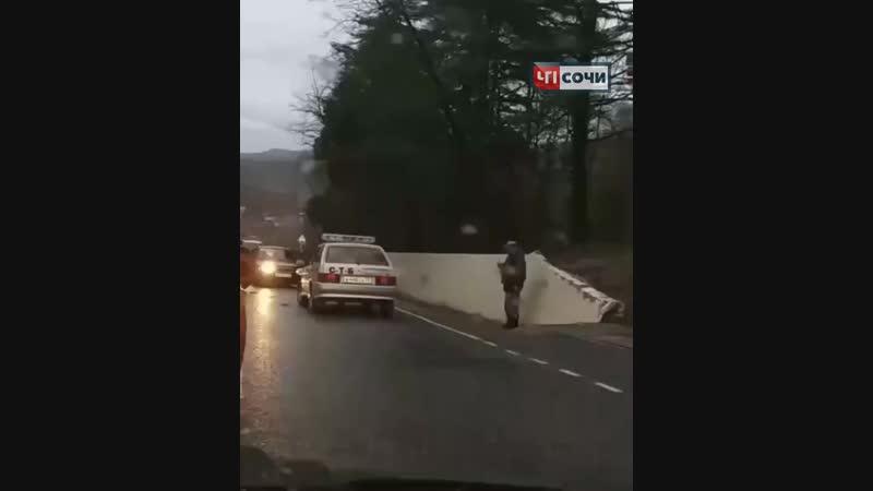 16 января, в Сочи в посёлке Вардане Лазаревского района произошло ДТП с участием двух автомобилей.