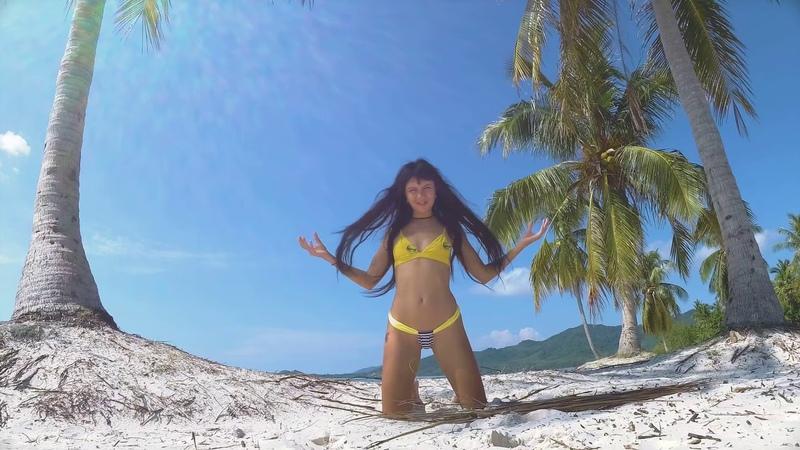 Micro bikini teasing